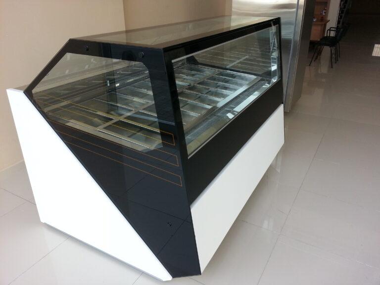 art dondurma dolabı siyah beyaz